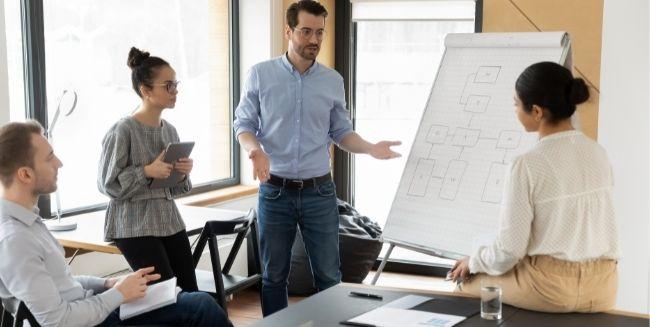 8 Tips giúp bạn cải thiện kỹ năng giao tiếp nơi công sở